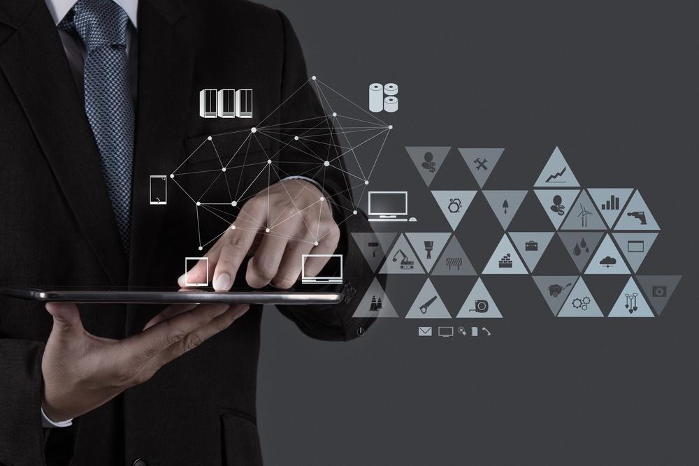 Gesund Führen Tablet Appbusinessman working with new modern computer show social network structure.jpeg